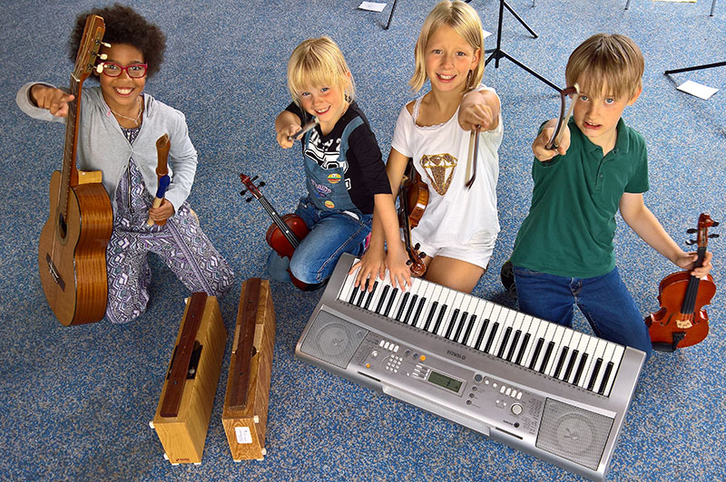 """Wir sind: """"Bunt"""" – ein junges und superpfiffiges Ensemble – und wir suchen dich!"""