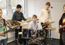 """Die Band """"The Blue Lights"""" bei der Probe in der Musikschule. Serifé fehlt auf dem Foto krankheitsbedingt. Bild: Rohdenburg, Kreiszeitung"""